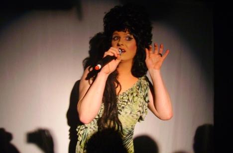 Nina Queer im Irrenhouse