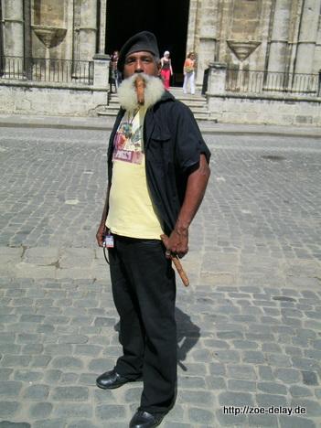 Mann mit Havanna Zigarre