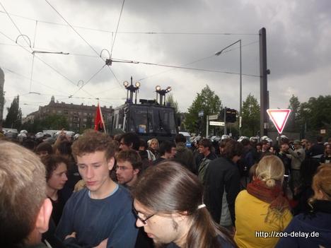 dunkle wolken über Berlin, Nazis marschieren