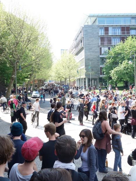 hinten kommen hunderte von einer nicht (mehr) benötigten Blockade