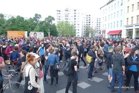 Die Jubeldemo ist am Moritzplatz angekommen. also dort, wo die NPD eindeutig nicht hingekommen ist